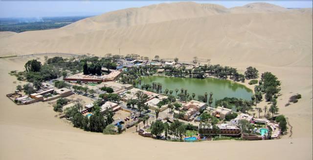 2. Huacachina Oasis ประเทศเปรู
