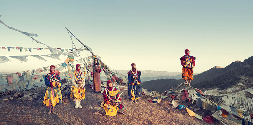 21 Stunning Pictures Of Isolated Tribes From All Around The Globe 18