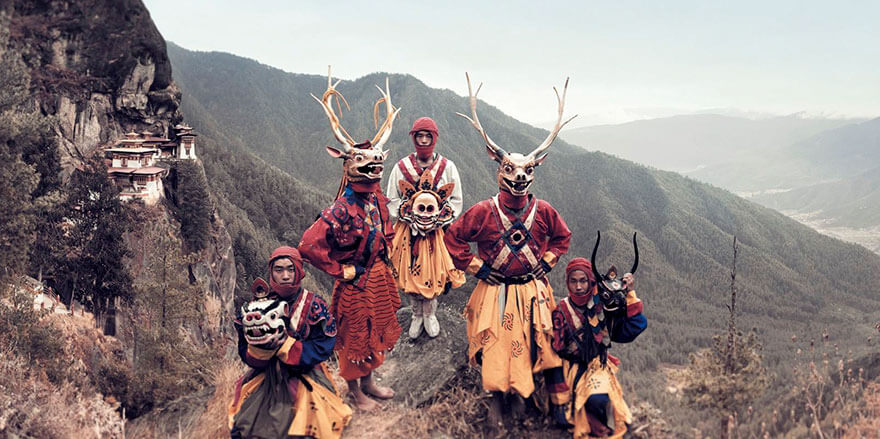 21 Stunning Pictures Of Isolated Tribes From All Around The Globe 4