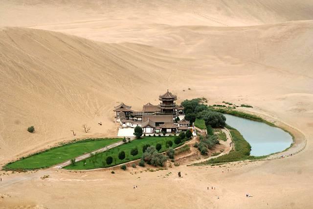5. Crescent Moon Lake ประเทศจีน2
